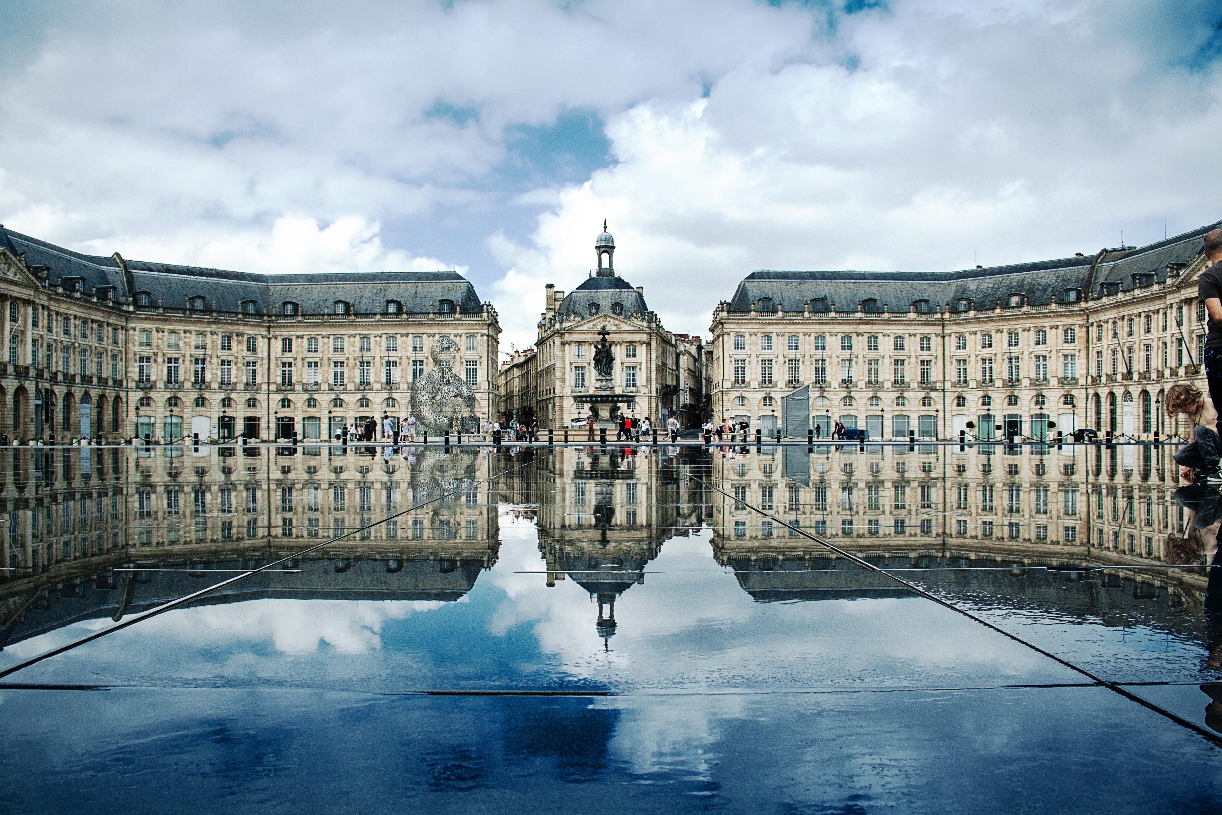place_de_la_bourse_bordeaux_france
